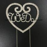 Facciamo il cappello a cilindro della torta di cerimonia nuziale del Rhinestone di figura del cuore per la decorazione della torta