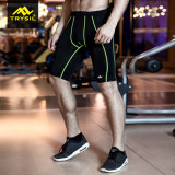 人はタイツの圧縮の体操のショートパンツをショートさせる