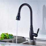 I rubinetti Pull-Down del dispersore di cucina dello spruzzatore Olio-Hanno lucidato il bronzo