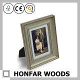 Cornice di legno dei particolari decorati per il ripiano del tavolo o la parete