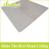 Clip di alluminio perforata di nuovo di disegno 2017 colore di legno del grano in mattonelle del soffitto
