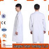 Couche blanche de laboratoire de Mens en gros avec 3 poches pour médical