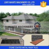 耐久力のある機能石か砂の上塗を施してある金属の屋根瓦