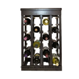 Crear la bodega para requisitos particulares antigua amontonable del estante de madera del vino