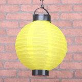 Buntes chinesisches Kugel-Nylon, das Solarlaterne hängt