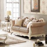 Klassisches Gewebe-Wohnzimmer-Sofa-gesetzte traditionelle Couch mit geschnitzter hölzerner Ordnung für Haus