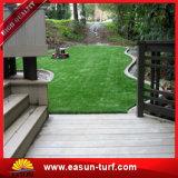Трава декоративной зеленой мягкой синтетической дерновины искусственная для резиденций