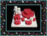Vestito rosso della visualizzazione dei monili di figura del cuore