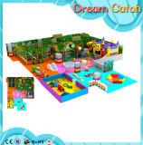 Спортивная площадка детей Dreamland одетая в трава