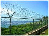 Cerca da ligação Chain de Sailin para a barreira de Rockfall