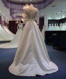 Una riga 3/4 vestito da cerimonia nuziale del merletto del raso del collo dei manicotti V