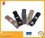 女性のニットのFingerless冬の手袋