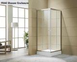 Quarto do competidor do banho de chuveiro com a bandeja acrílica do chuveiro