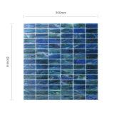 台所Backsplashの環境に優しく物質的で青い壁のガラスモザイク・タイル