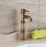 Golpecitos de mezclador montados cubierta del lavabo del bronce del cuarto de baño