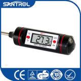 Thermomètre numérique tenu dans la main