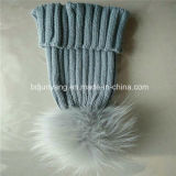 La mode neuve de vente chaude personnalisent le chapeau/chapeau tricotés avec la bille de fourrure