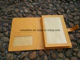 Carpeta amarilla del documento del cuero del color con el portatarjetas