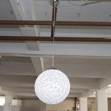 Gaststätte und Hotel dekorativ weg von der weißes Rattan-runden hängenden Lampe