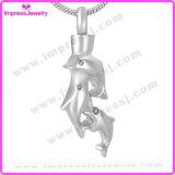 Colliers qui retiennent le pendant triple Ijd9671 de dauphins de cendres