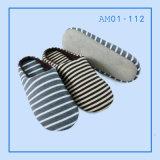 スエードの普及した人の珊瑚のビロードの屋内柔らかいスリッパの靴