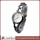 Form-Edelstahl-Kasten und Band-Dame Armbanduhr
