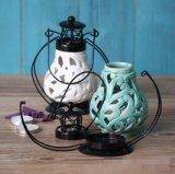 一義的デザインふたが付いている陶磁器の蝋燭ホールダーをくり抜きなさい