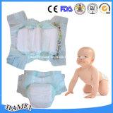 乾燥した、柔らかく使い捨て可能な赤ん坊のおむつ