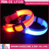 Colar diferente do animal de estimação do diodo emissor de luz do tamanho do colar seguro do animal de estimação