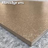 600X600 Borwnカラー中国の磨かれた花こう岩の同質な磁器の床タイル