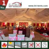 Barracas luxuosas com iluminação para o partido ao ar livre dos eventos do casamento