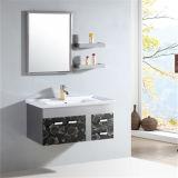 Mobilia d'acciaio fissata al muro all'ingrosso della stanza da bagno con la mensola