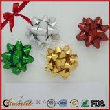 クリスマスは美しく赤いリボンの星の弓を印刷した