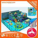De kleurrijke BinnenSpeelplaats van de Speelplaats van Kinderen met Dia