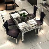 食堂の現代大理石の上の金属の足の普及した表および椅子