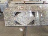 Bancada da cozinha do granito de Santa Cecilia da luz natural