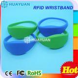 Braccialetto astuto del wristband della gomma RFID del waterpark 13.56MHz MIFARE 1K di ginnastica