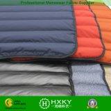 El relleno directo de dos capas inconsútil abajo impermeabiliza la tela de la capa de la chaqueta