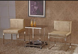 커피용 탁자와 금속 의자 여가 의자 또는 의자 사무실 의자 식사하기