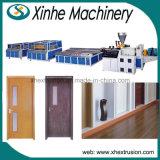 La puerta plástica y la ventana del PVC de la alta calidad todavía suben a la línea de la máquina de la protuberancia