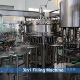 Автоматическая линия разливая по бутылкам завода сатурированного сока