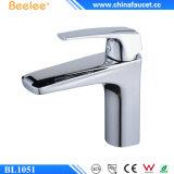 Faucet тазика одиночной ручки ванной комнаты Beelee латунный