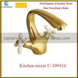 Rubinetto sanitario della cucina degli articoli della maniglia trasversale dorata
