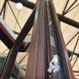 Finestra di legno di alluminio della stoffa per tendine della rottura termica Colourful di alta qualità con il multi vetro del doppio della serratura con la griglia K03045