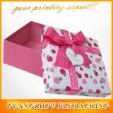 결혼식 상자 또는 사탕 상자 또는 감미로운 상자 또는 선물 상자