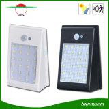 Indicatori luminosi solari esterni con l'indicatore luminoso alimentato solare impermeabile chiaro fissato al muro di notte di obbligazione del sensore di movimento 24 LED