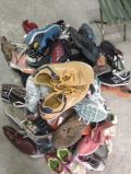 El hombre barato, señora, niño utilizó los zapatos comunes de la segunda mano de las sandalias (FCD-005)