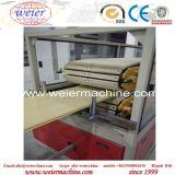 Panneau de mur en plastique en bois de PVC de WPC avec la machine d'extrusion de laminage pour la décoration de ménage