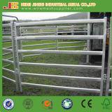 Загородка фермы обшивает панелями панель лошади