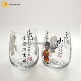 中国オペラ図が付いている曇らされたワインの小グラスのコップ